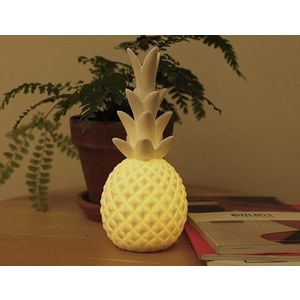 Pineapple LED Light | Kikkerland imagine
