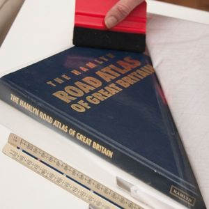 Autocolant d-c-fix folie autoadeziva transparenta Tipla 90cmx15m cod 200-5011 imagine